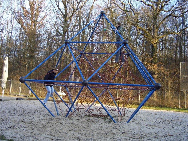 Klettergerüst Pyramide : Das klettergerüst auf dem waldheimgelände waldheim lindental 70499